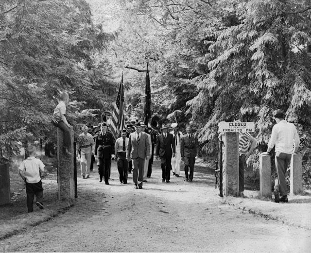 Memorial Day parade leaving Evergreen Cemetery, 1946
