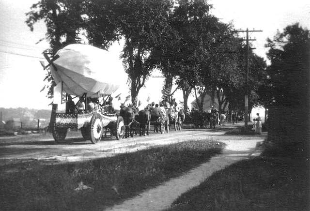 Dirigible float, Fourth of July parade, 1910