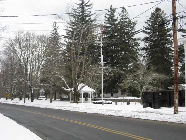 Training Green and First Parish Church in the snow, 2010