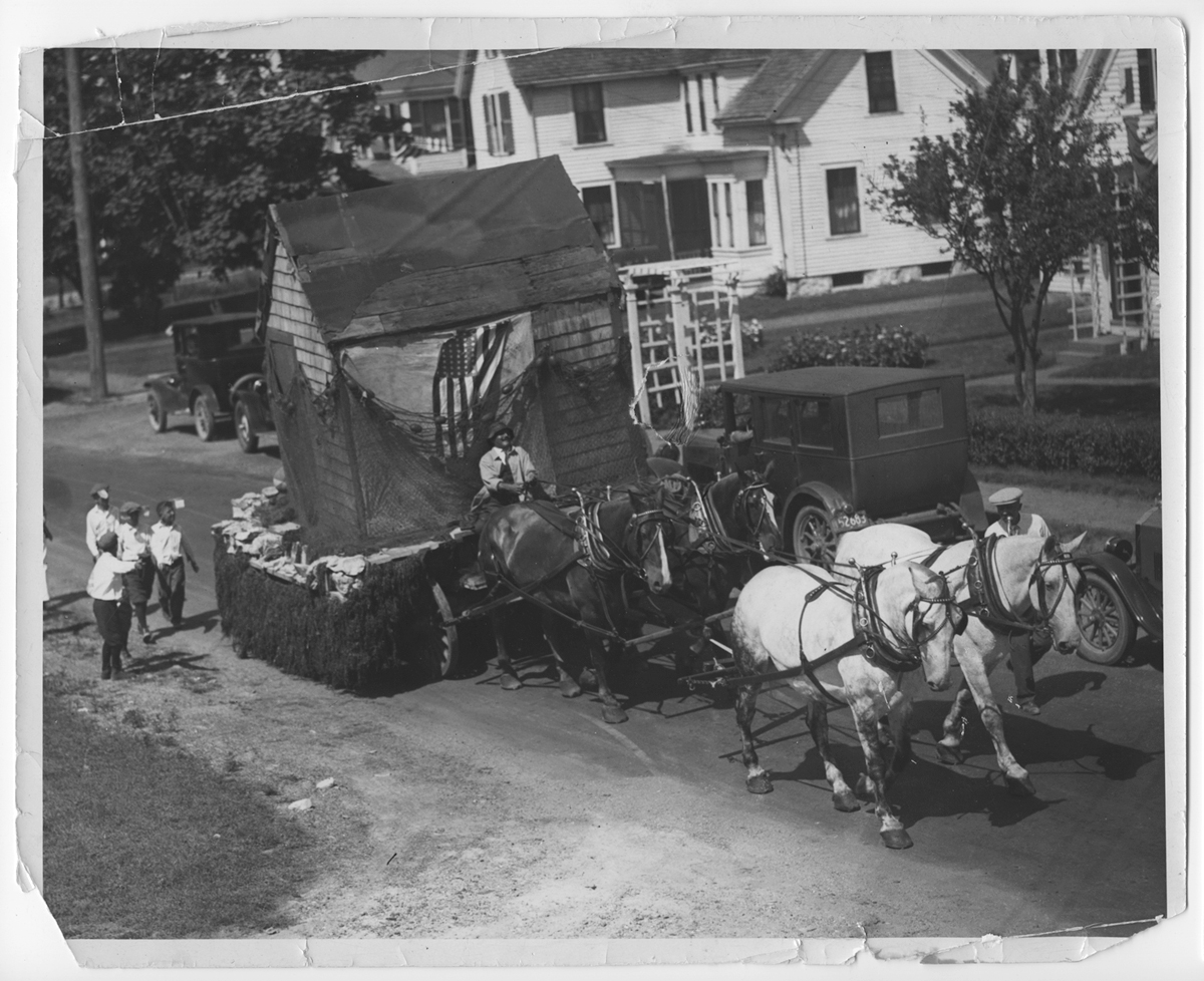 Horse-drawn float in the 200th Anniversary Parade, 1926