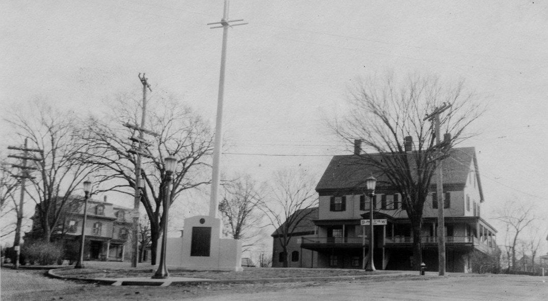 Kingston Inn, Keith House and World War I monument, circa 1930